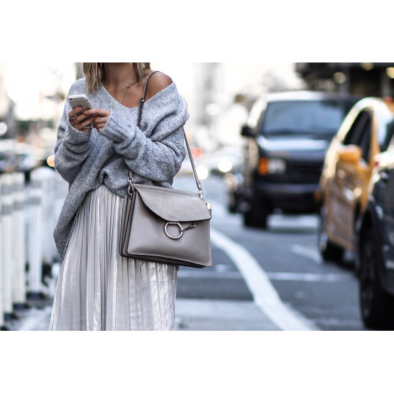Как выбрать идеальную женскую сумочку через плечо